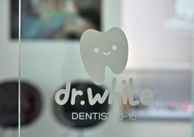 sala-attesa-dr-white-01